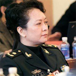 장군복 입은 중국의 차기 퍼스트레이디