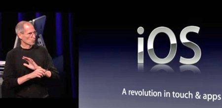 애플의 스티브 잡스 최고경영자(CEO)가 모바일 운영체제인 iOS를 소개하고 있다.