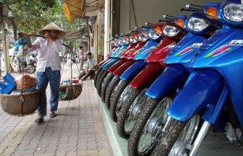 베트남, 뛰는 물가에 파업까지… 인플레 초비상
