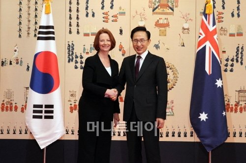 ↑이명박 대통령과 줄리아 길라드 호주 총리가 25일 청와대에서 정상회담을 가졌다.