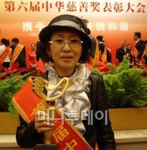 중화자선상을 받은 박성경 이랜드그룹 부회장