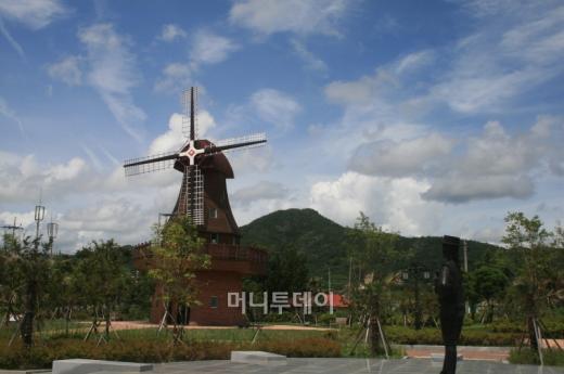 ▲하멜의 나라 네델란드 풍차를 재현한 모습 하멜기념관 내부