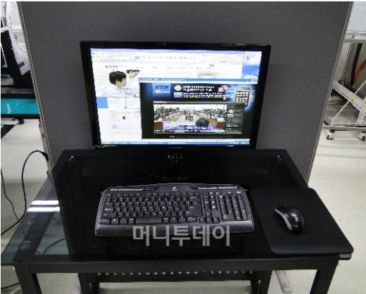 무선으로 작동이 가능한 40Watt급 무선 LCD 컴퓨터