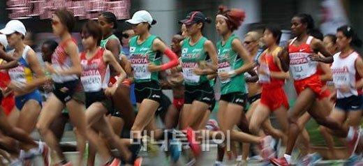 한국 여자마라톤 선수들은 초반에 선두그룹에 뛰었지만 20km를 전후해서 선두그룹에서 멀어졌다.