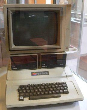 ↑ 1977년 소개된 애플2