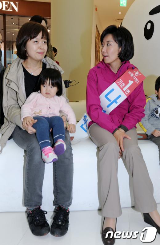 [사진]시민들 만나 보육문제 논하는 나경원 후보