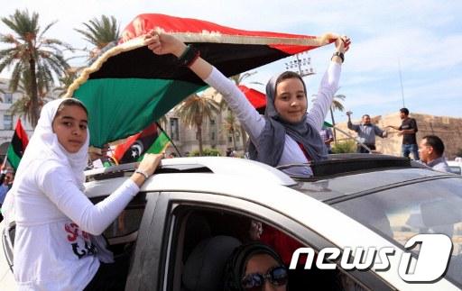 [사진]자축하는 리비아 시민들