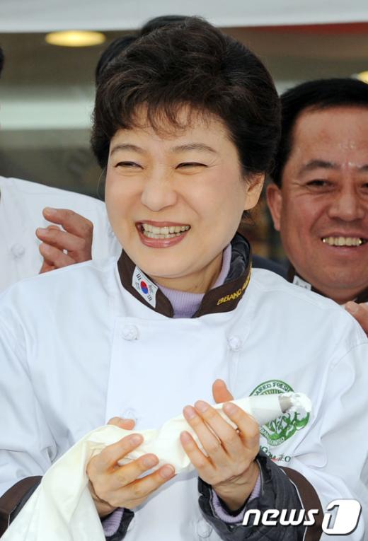 [사진]함박웃음 짓는 박근혜 전 대표