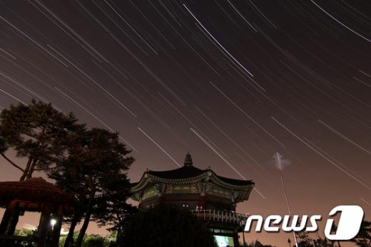 북악산 팔각정에서 촬영한 서울의 별. /사진제공=서울시 News1