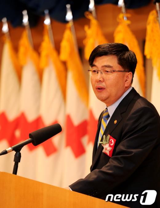 [사진]적십자 창립 106주년 축사하는 임채민 장관