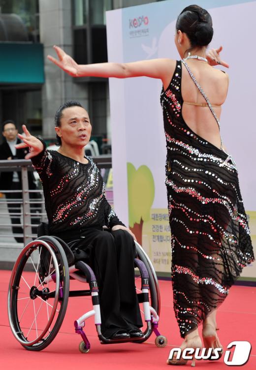 [사진]휠체어 댄스스포츠!