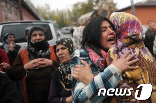 [사진]터키, 300여차례 여진속 잇딴 구조 소식 이어져