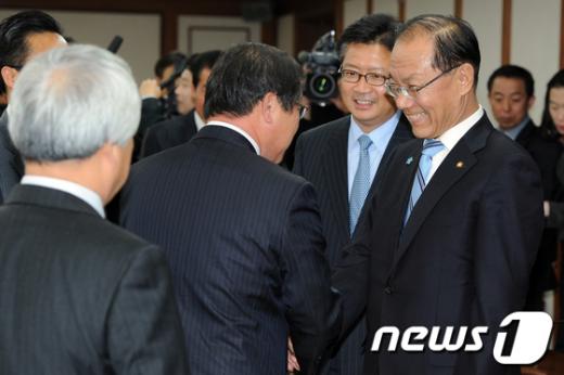 [사진]소상공인연합회장단 만난 황우여 원내대표