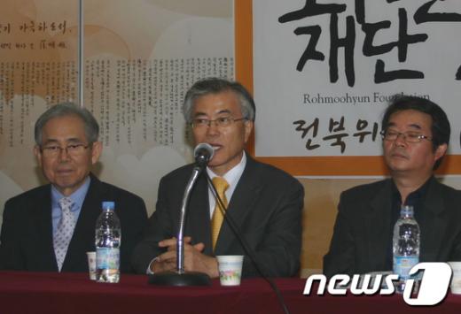 [사진]문재인 이사장, 전북위원회 발족식 앞서 기자회견