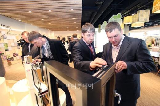 LG하우시스, 러시아 프리미엄 시장선점 '박차'