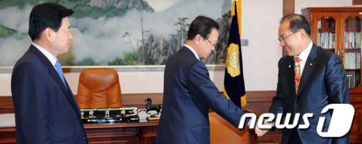 [사진]국회의장 만난 양당 원내대표
