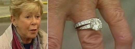 조안 소여(왼쪽)와 되찾은다이아몬드 반지(오른쪽) (데일리메일)  News1