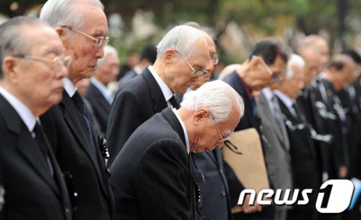 [사진]순국선열 추모하는 내빈들