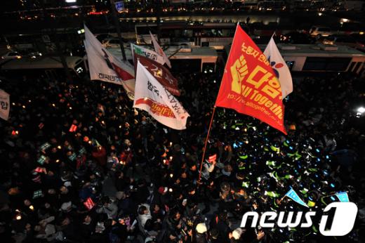 [사진]경찰과 대치중인 집회 참가자들