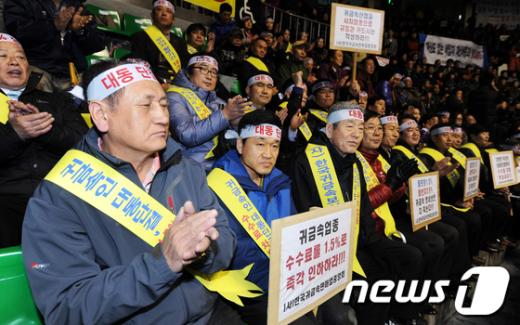 [사진]카드 수수료 인하 촉구하는 소상공인들