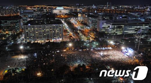 [사진]나꼼수 인파 여의도 점령 '2만여명 운집'