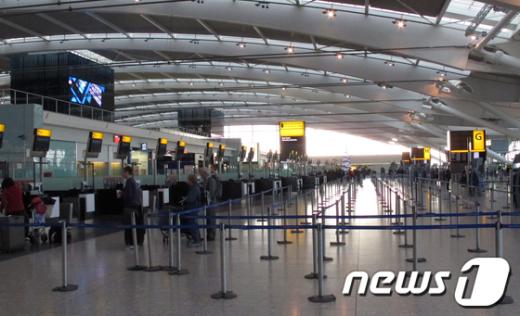 30일 전면파업에 들어간 영국 런던 히스로 공항은 지연 우려와는 달리 한산한 모습을 보였다.AFP=News1 <br /> <br /> <br />