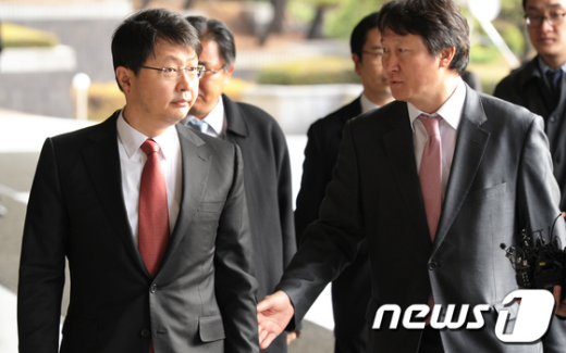 [사진]검찰 소환된 최재원 SK 수석부회장