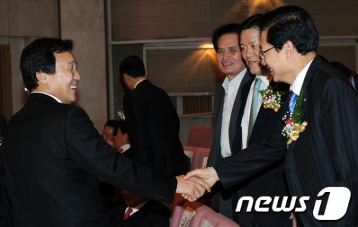 [사진]손학규 대표, 홍재형 출판기념회 참석