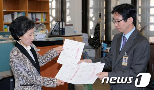 [사진]'최루탄 의원' 김선동 국회 윤리위 제소