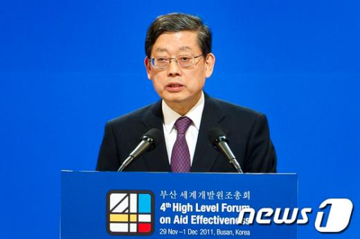 [사진]폐회사하는 김황식 총리