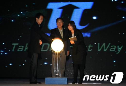 포스코가 1일 포항 한마당체육관에서 포스코패밀리사의 우수 혁신사례를 공유하고 성과를 격려하는 'IF(Innovation Festival: 혁신 축제) 2011'을 개최했다./사진제공=포스코포항제철소 News1