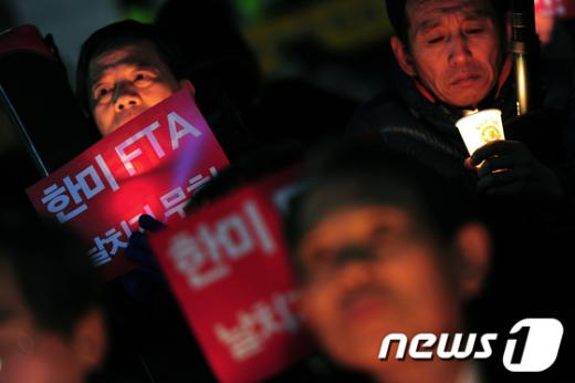 [사진]'오늘도 한미FTA 촛불'
