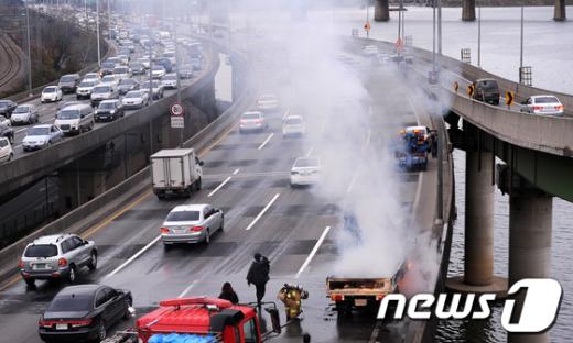 [사진]불타는 화물트럭