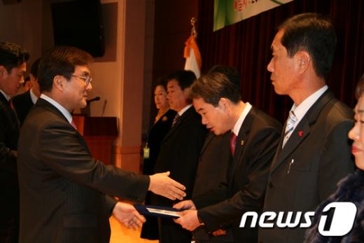 행안부 '2011 우수자원봉사센터 평가'에서익산시 자원봉사센터가최우수 자원봉사센터로 선정됐다.  News1