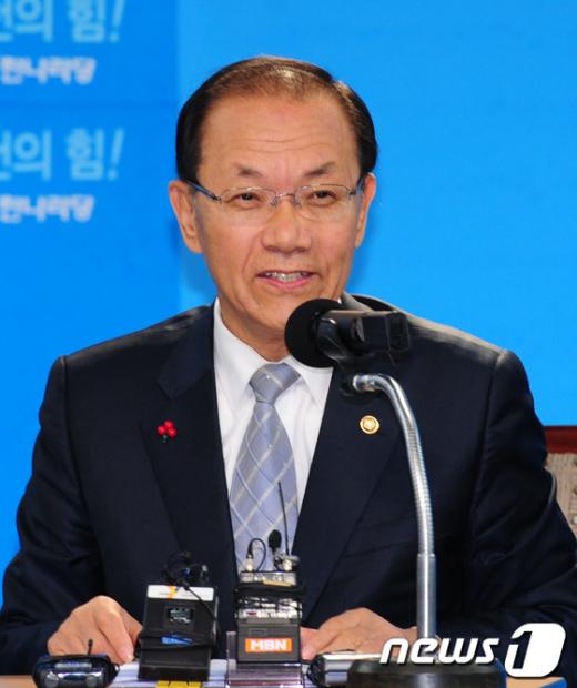 """[사진]황우여 원내대표 """"최구식 비서, 단독행위"""""""