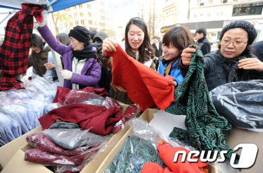 [사진]어린이재단-서울사대부고 동창회 '자선 바자회'