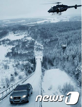 지난 2005년 콰트로 시스템을 적용, 스키점프대를 오르는 아우디의 A6.  News1