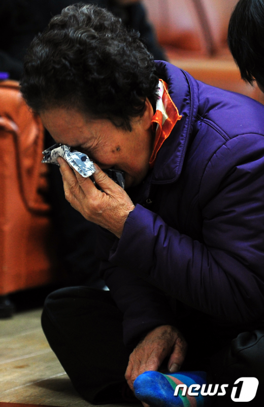 [사진]공항철도 참사 '어머니의 눈물'