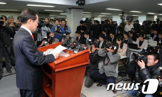 [사진]홍준표 한나라당 대표직 사퇴 기자회견