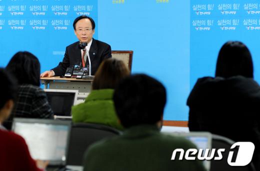 [사진]한나라당 이주영 정책위의장 기자간담회