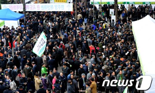 [사진]민주당 전당대회 '야권통합 찬반 팽팽'