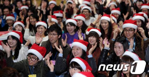 [사진]출정 준비하는 산타들