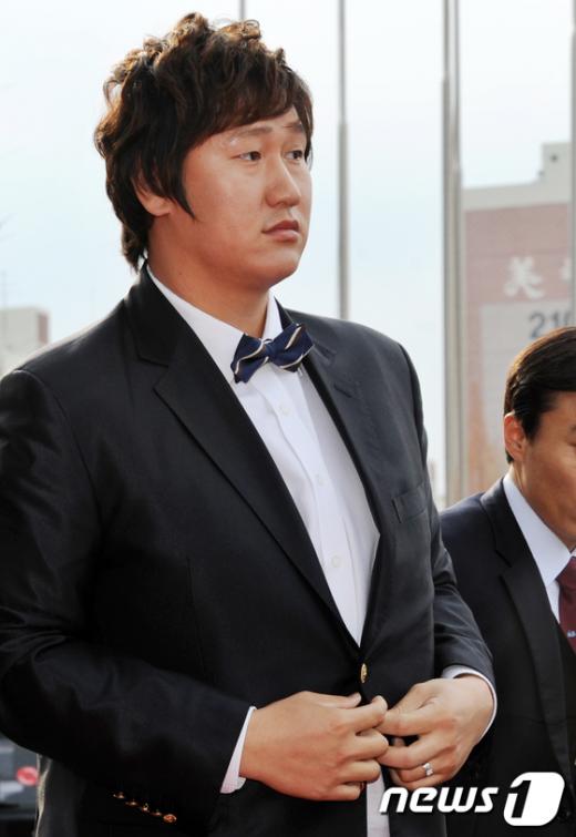 [사진]이대호 '보타이 잘어울리나요?'