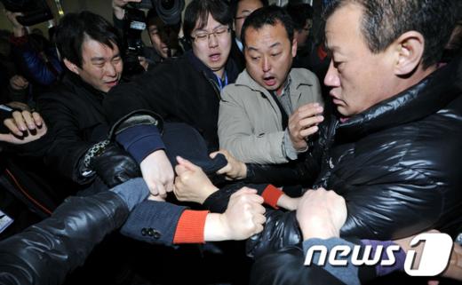 [사진]아수라장 된 민주당 전국대의원대회