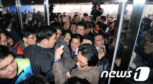 [사진]난리통 된 민주당 대의원대회