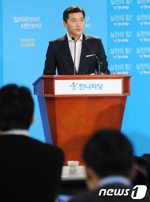[사진]기자회견 갖는 홍정욱 의원