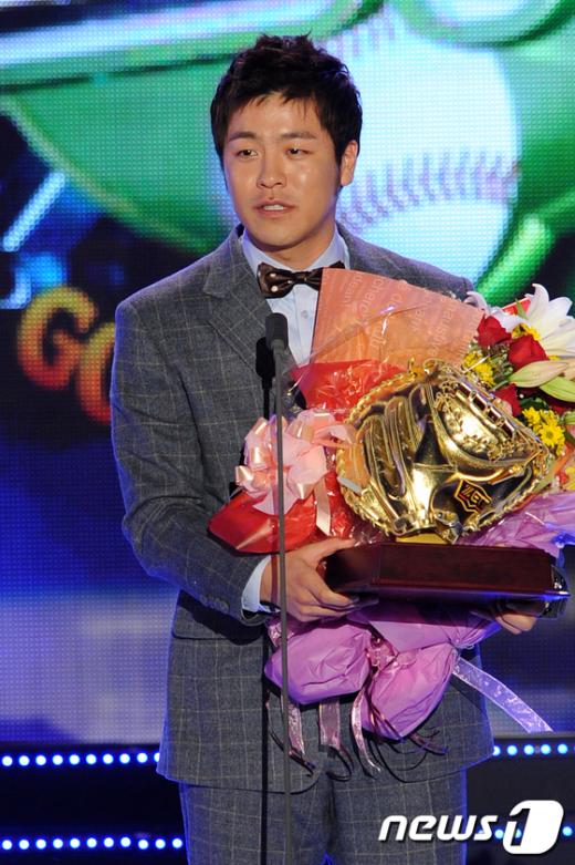 [사진]강민호, '더욱 열심히 하겠습니다'