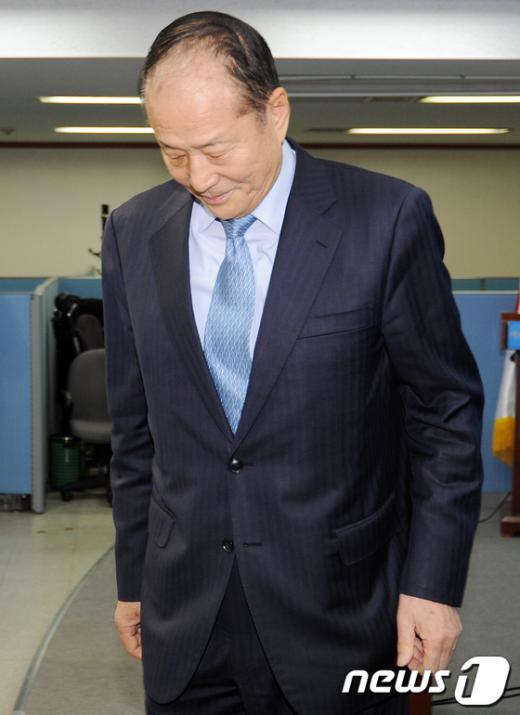 [사진]고개숙인 형님