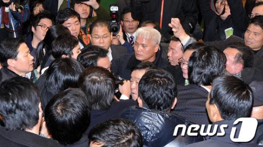[사진]민주당 '몸싸움' 전당대회