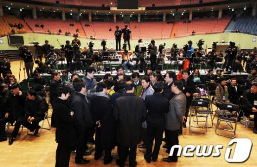 [사진]민주당 전대 파행, '야권통합 물건너가나?'